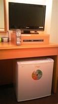客室の液晶テレビと冷蔵庫