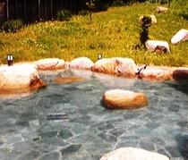 お亀の湯 露天風呂(車で20分)