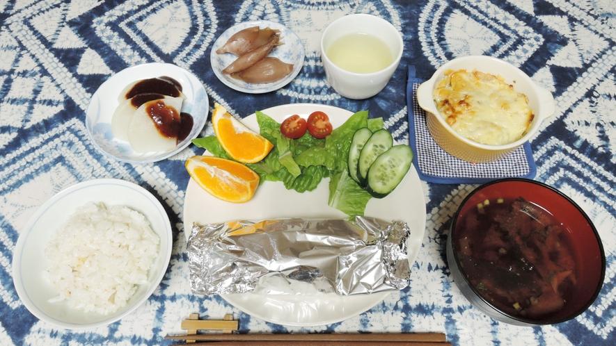 *【夕食一例】新鮮な食材・旬の食材を使用した日替わり定食をご用意致します。