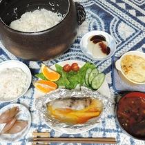 *【夕食一例】こだわりの土鍋炊きご飯はぜひ召し上がっていただきたい逸品!