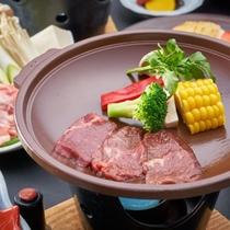 【さくら会席】馬肉のすき焼きもしくはしゃぶしゃぶをお選び頂けます。