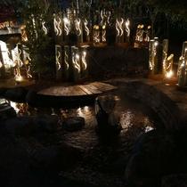 しらさぎの足湯と竹灯篭の灯り。
