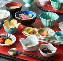 【朝食】新鮮な地元のお米や野菜をどうぞ。