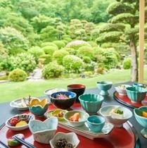 【朝食】庭園を眺めながら爽やかな朝食をお召し上がりください。
