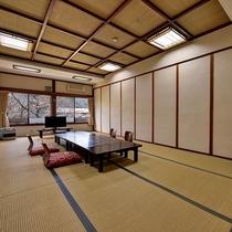 *和室20畳/当館で一番広い客室。足を伸ばしてのんびりとお過ごしいただけます。
