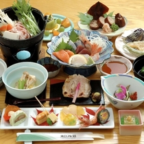 【夕食】地元の新鮮食材を使い味も品数もご満足いただける「おもてなし」の御膳。写真は一例。