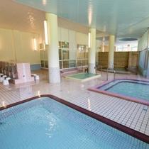 【大浴場】女子大浴場はオフの温度・浴槽の深さなど、様々な浴槽をご用意いたしております。