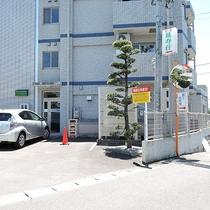 駐車スペース完備(大型車両も可)無料!