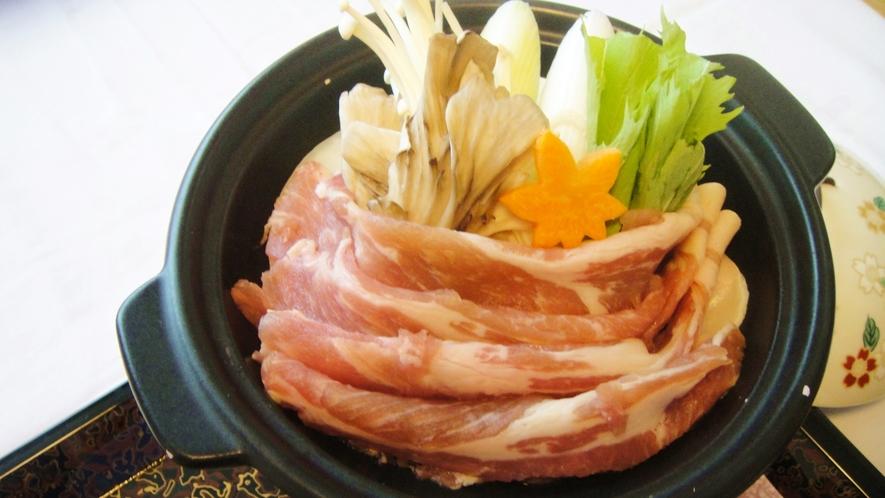*夕食一例/地元の旬の素材を心ゆくまでご賞味くださいませ。