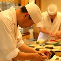 料亭「思季亭」の料理人。その日仕入れた新鮮な食材で最高のお料理をご提供。