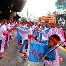 【車寄せ】でよさこい鳴子踊り!毎年踊り子さんが城西館にもやってきてくれます♪