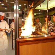 城西館2階「わら焼きタタキ工房」!当館の鰹のタタキは全てわら焼きで仕上げます。
