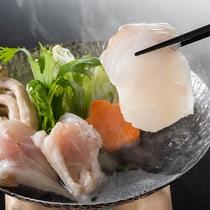 【土佐の漁師鍋】コラーゲンたっぷり♪幻の高級魚本クエと龍馬フグの贅沢鍋をちり酢でさっぱりと味わう。