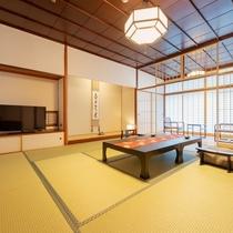 純和風な木の風合いと上質な設えが自慢の落ち着きあるお部屋