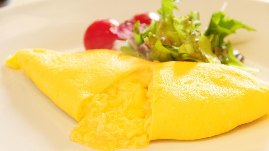 オープンキッチンで作るふわトロ♪オムレツは3種類の中からチョイス出来ます♪