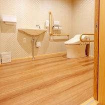 【天誠バリアフリー特別室】お手洗いも、車椅子でぐるりと回れる広さ(ドア幅100㎝)