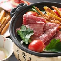 【黒毛和牛の芋けんぴすき焼き】城西館オリジナル料理!甘い芋けんぴとすき焼きの絶妙なコラボ♪