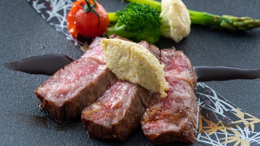 【土佐あかうしロースステーキ】幻の和牛、土佐あかうしのステーキは赤身とサシのバランスが抜群です。