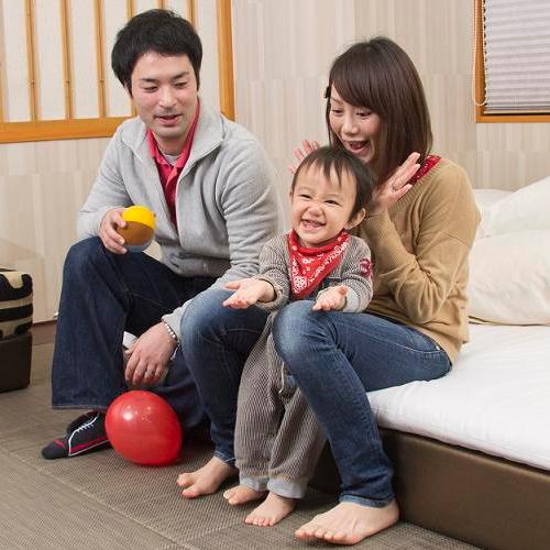 【ご滞在イメージ】お子様の初旅行にも、広々とした琉球風畳のヴィラージュが最適