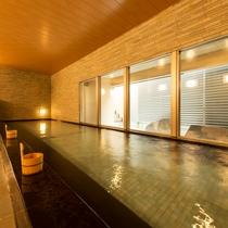 【男性用大浴場】【殿方の湯】開放的な空間で、長旅の疲れを湯ったり癒しましょう