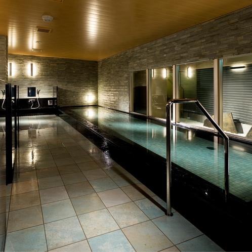 【殿方の湯】洗い場スペースをしっかりと確保した清潔な大浴場を設置しています