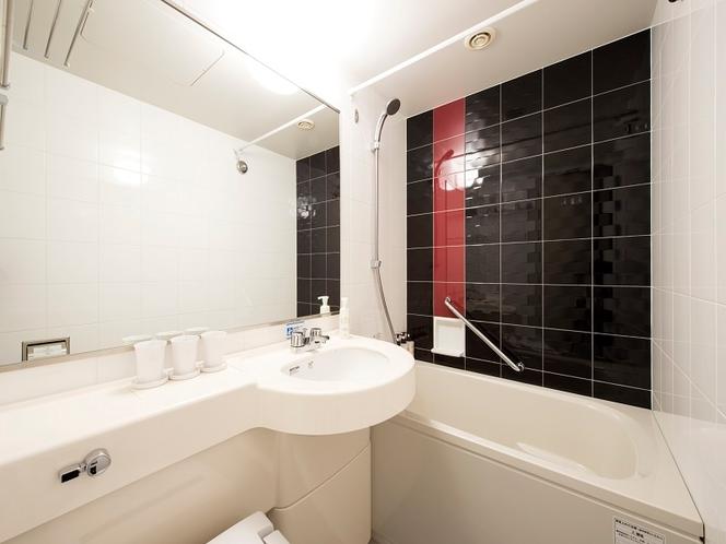 【バスルーム】清潔で広々としたバスルームは、ホテルヴィラフォンテーヌ・ヴィラージュの特徴です
