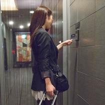 【安心・安全への取り組み】ホテル館内及び大浴場は専用カードが無いと入場できない設計です。