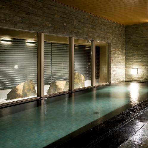 【殿方の湯】遠慮なく足をゆったり伸ばしていただける大浴場を設置しています