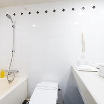 【バスルーム】広々として浴槽でゆっくり疲れを癒せます