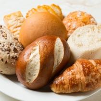 小麦の風味が香ばしい焼きたてパン♪