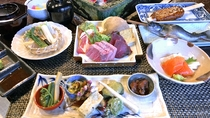 【春季限定】4種食べ比べ囲炉裏炭火焼き料理と山菜