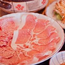■【春グルメ】飛騨牛&豚しゃぶしゃぶ鍋。※写真は1人前になります。