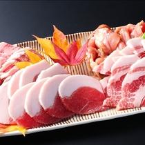 ■【美食の戦国料理】飛騨牛、岩村豚、恵那地鶏、猪肉の4種のお肉を食べ比べ!※写真は4人前。