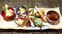【春季限定】山菜尽くしの前菜一例