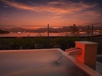 夕暮れの「きぬの湯」露天風呂