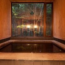 母屋 貸切の檜風呂