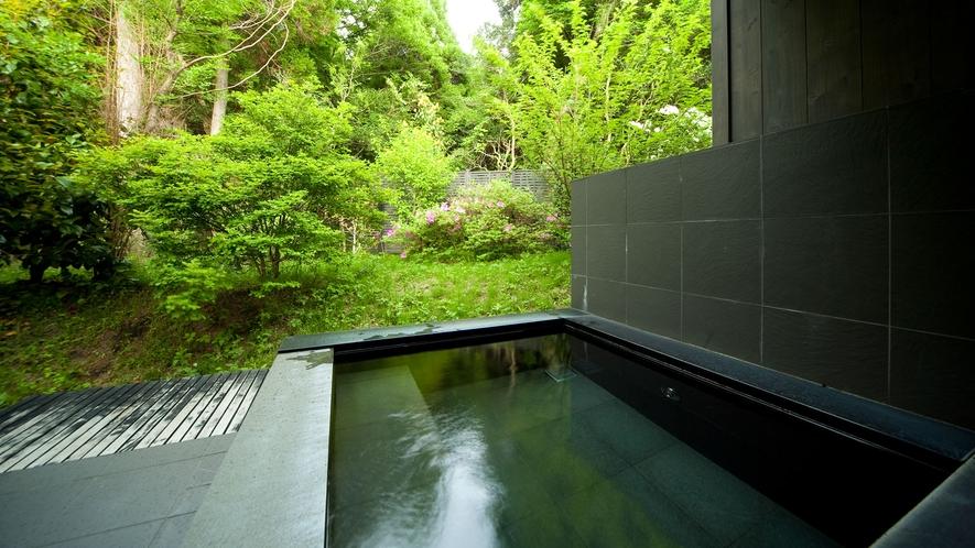 洋室離れ/森に囲まれる貸切露天風呂