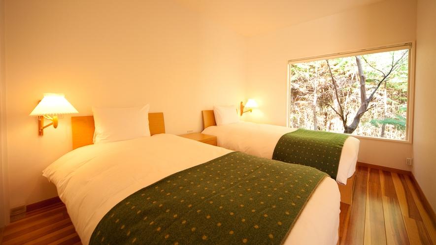 和洋室離れ/静かな森の中に佇むベッドルーム
