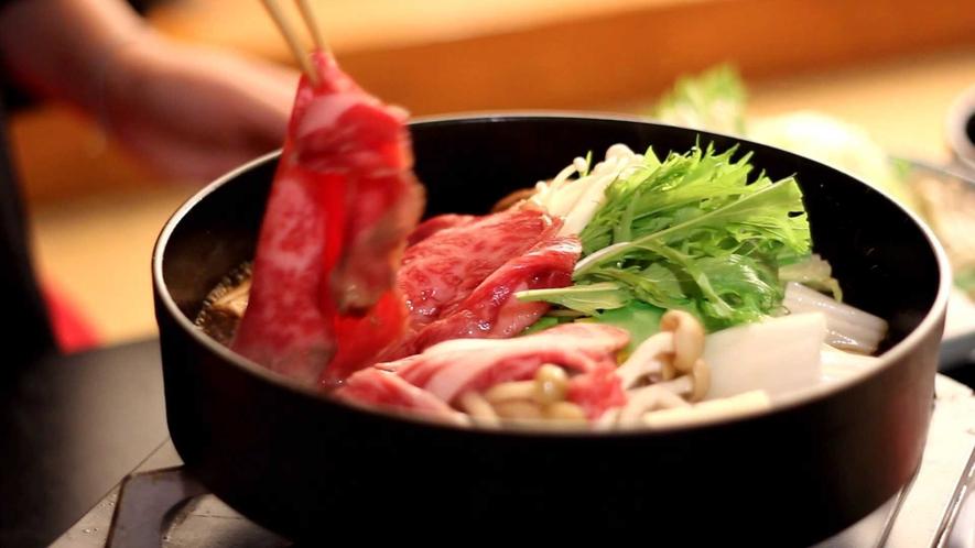【上州牛すき焼き御膳】おいしい匂いと焼ける音