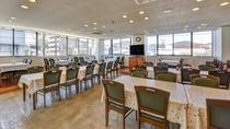 *館内/お食事は食堂にて。焼津の新鮮な海の幸をご堪能ください。
