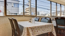 *館内/外の景色を眺めながら、美味しいお食事をお楽しみください。
