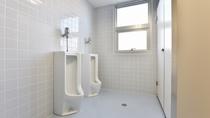 *共用トイレ/男性用の共用トイレです。
