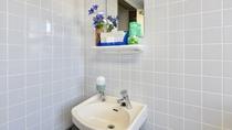 *共用トイレ/共用トイレの洗面スペース。