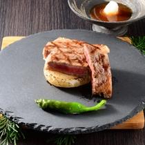 最高レベルの安全性をもつ群馬ブランド牛「上州牛」を、肉の甘みが味わい深いステーキで。