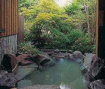 露天風呂付き1間の岩風呂すすき夏の露天風呂