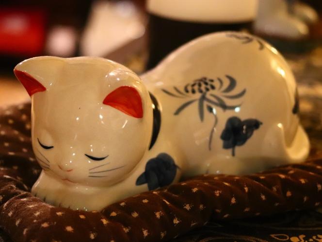 【館内備品】陶製猫