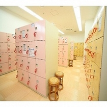 女性ロッカー室