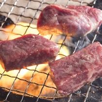 肉を焼いているところ