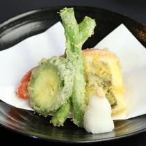 【夕食】季節の天ぷらはこだわりの岩塩で♪