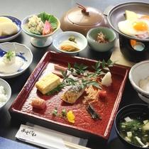 【朝食一例】自然の中で育った卵やお味噌汁をはじめ、バランスの良い朝食をご用意しております。